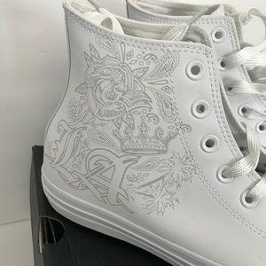 White Leather converse size 9Mens / 11 womens new